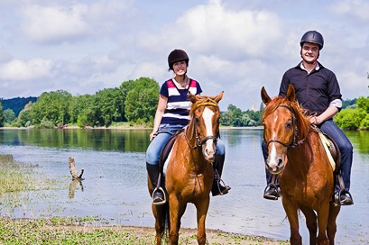 Balade à cheval sur les bords de Loire : châteaux privés et campagne Tourangelle