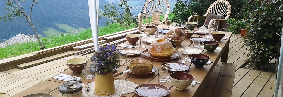 Randonnée gourmande : cueillette et cuisine de plantes sauvages en Abondance