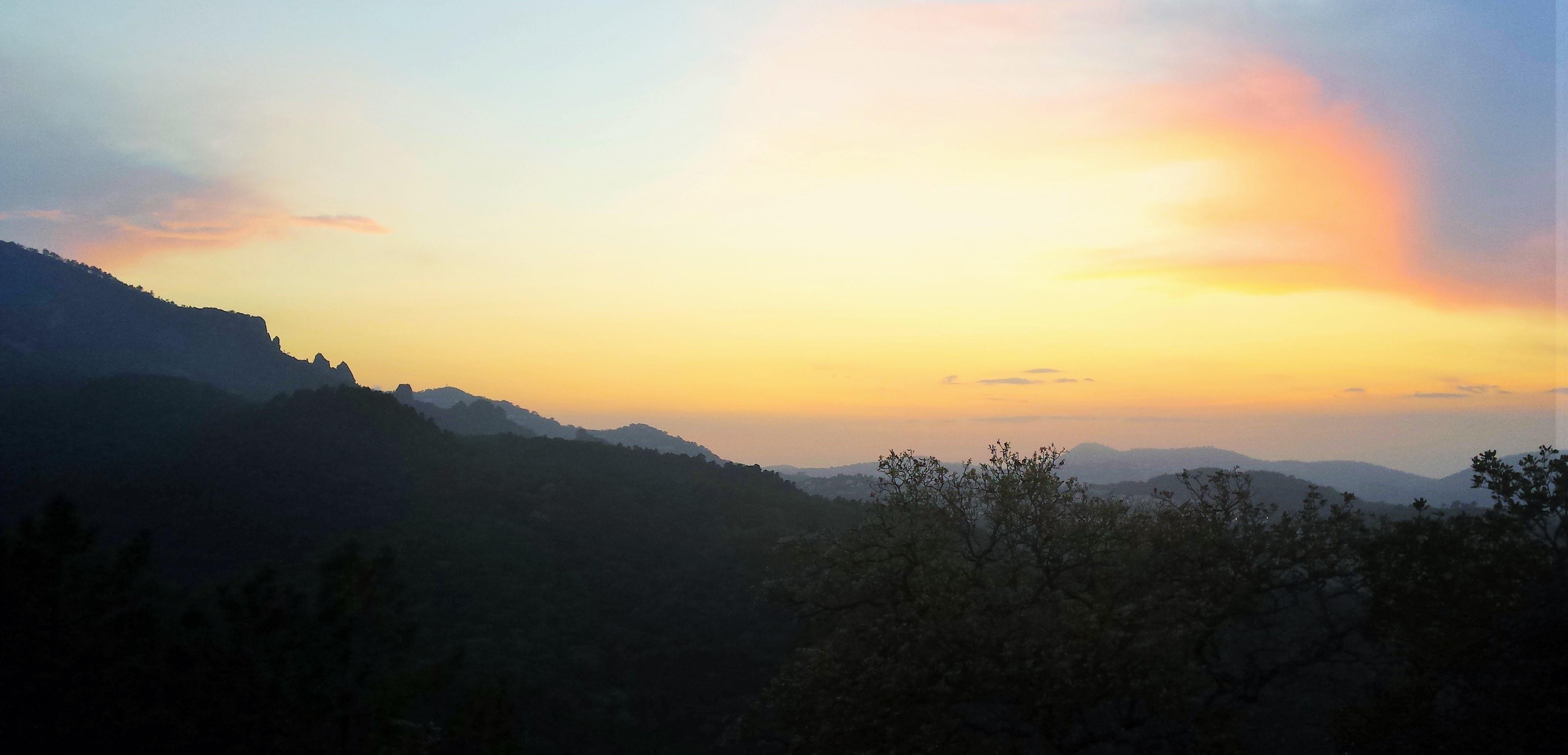 Rando apéro au coucher du soleil dans le massif de l'Estérel