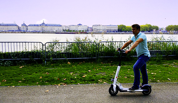 Promenade originale à travers Bordeaux en trottinette électrique