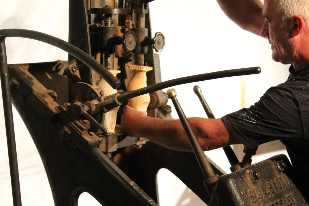 Découvrir la fabrication traditionnelle de sabots en Moselle !