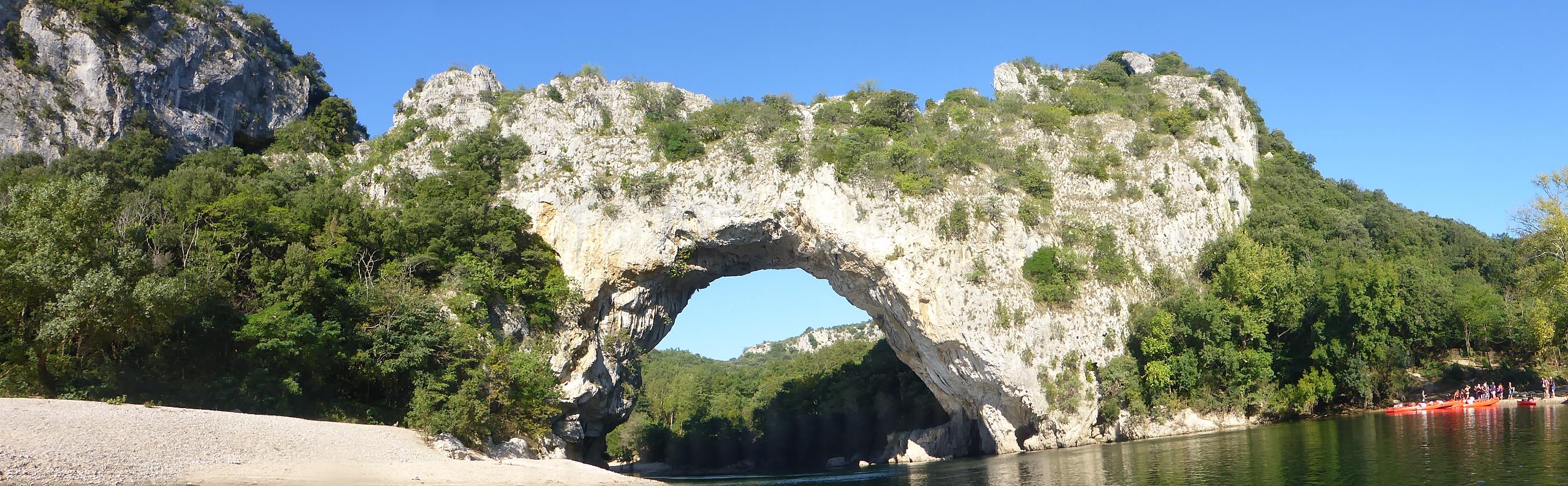 Mini-Descente de l'Ardèche en canoë encadrée