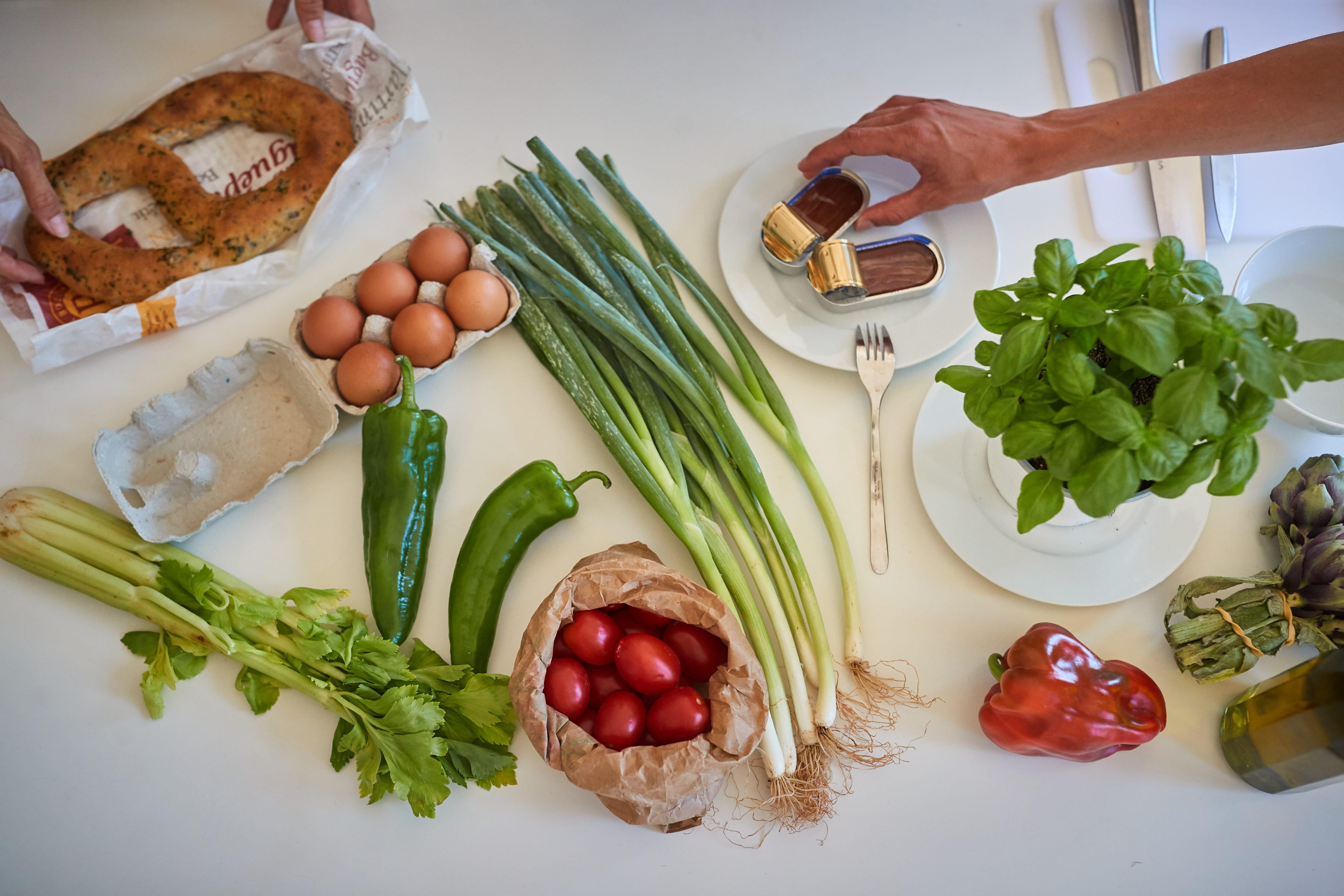 Apprendre à cuisiner la salade niçoise avec des produits frais
