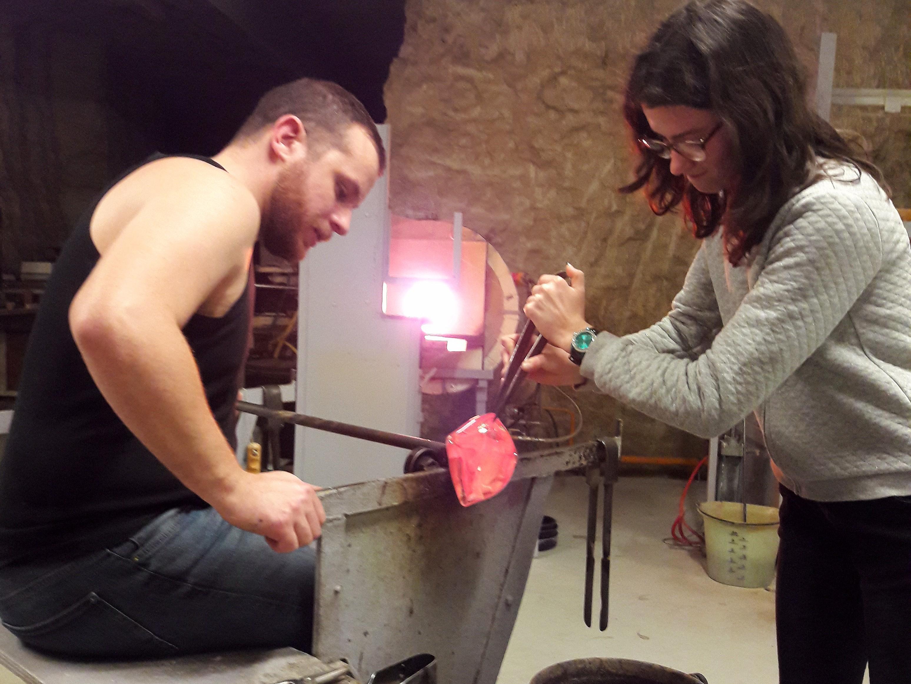 Initiation dans l'Atelier troglodyte d'un Souffleur de Verre