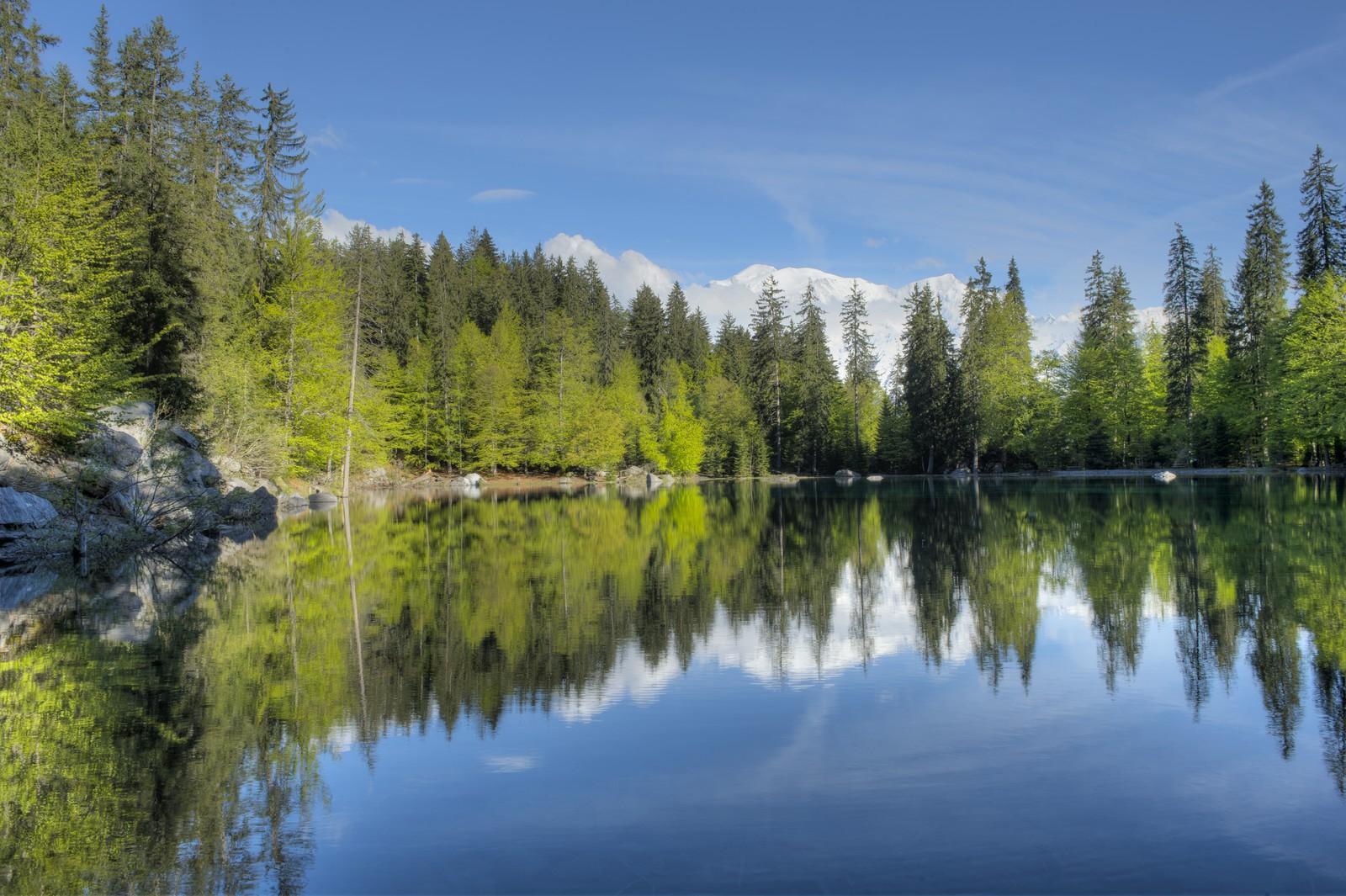 Randonnée autour d'un lac avec vue sur le Mont Blanc