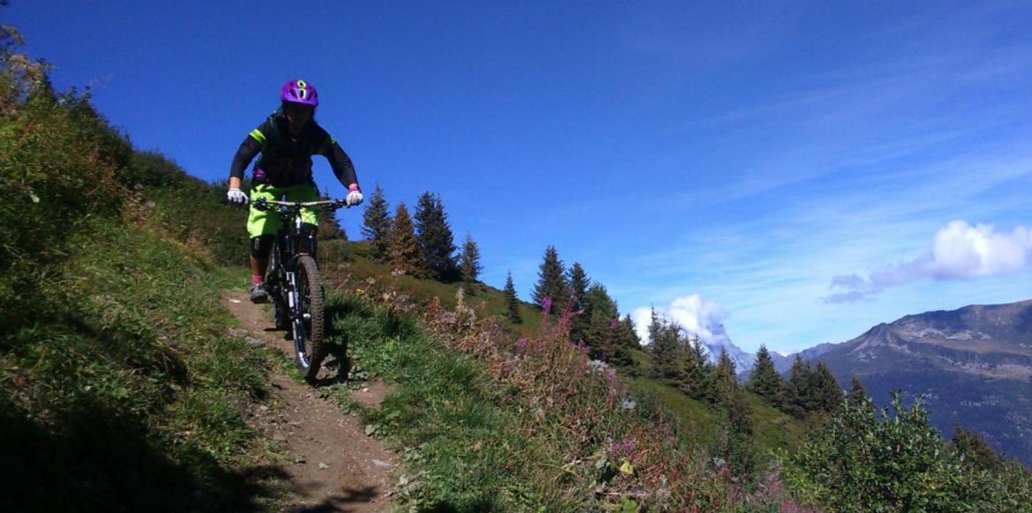 Descente en VTT entre filles dans la Vallée de Chamonix