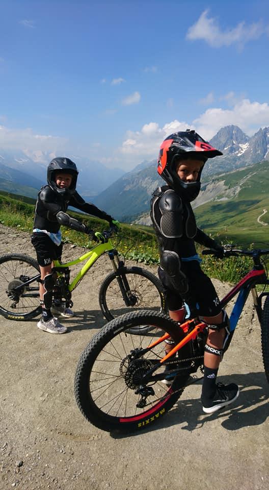 Descente en VTT pour enfants dans la Vallée de Chamonix