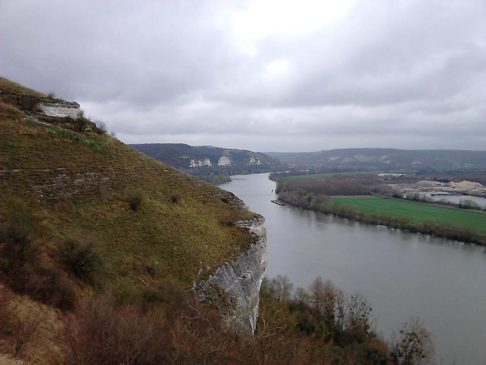 Escalade sur les falaises de bord de Seine