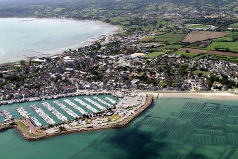 """Vol panoramique en hélicoptère """"la Pointe du Hoc et les parcs à huîtres de Grandcamp Maisy"""""""