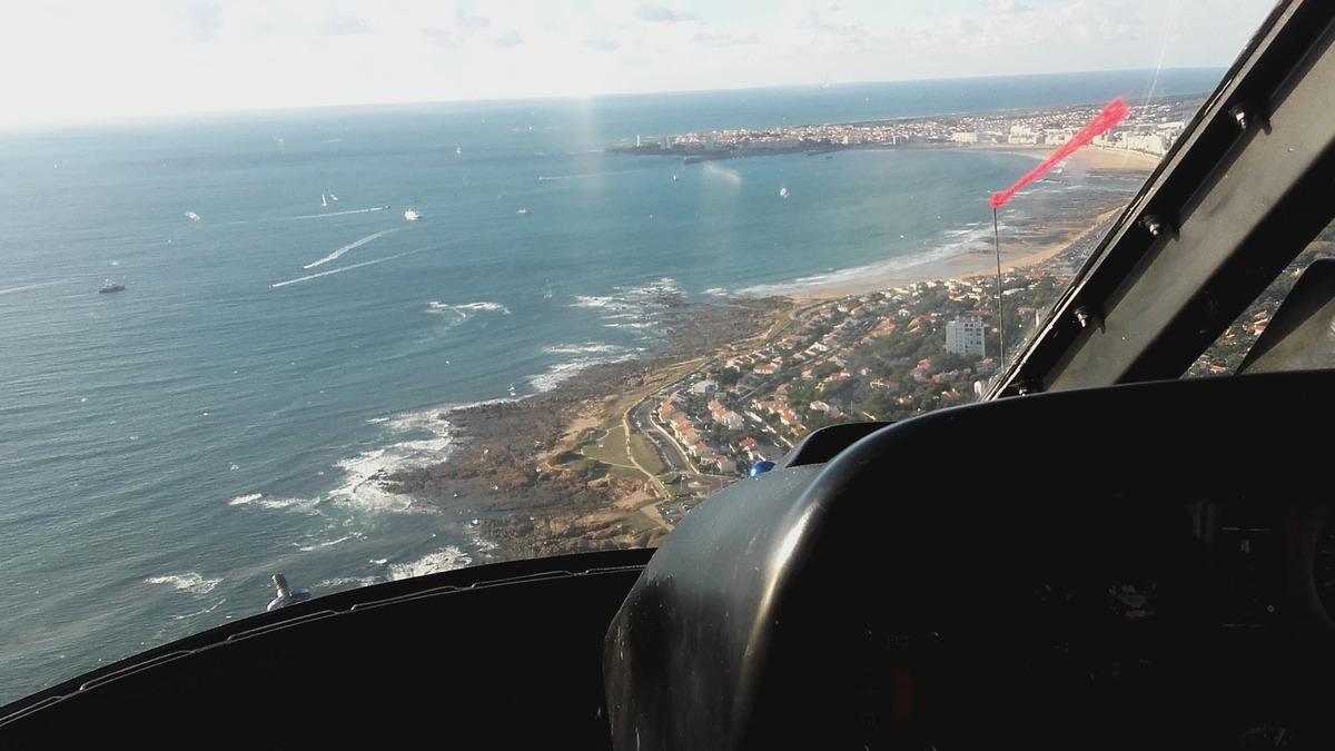 Promenade dans les airs en hélicoptère autour de La Baie des Sables