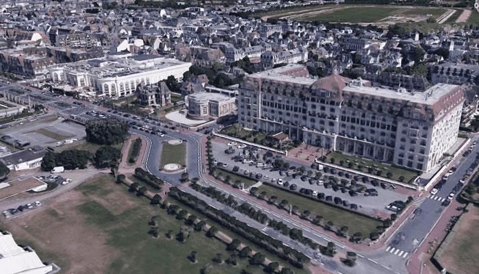 Jeu d'enquête sur smartphone à Deauville