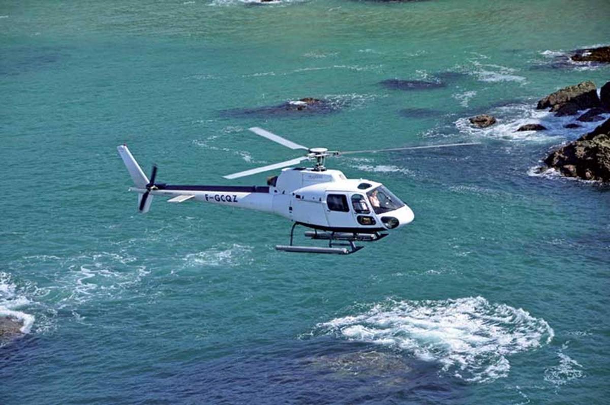 Expédition aérienne en hélicoptère vers la Rivière d'Etel