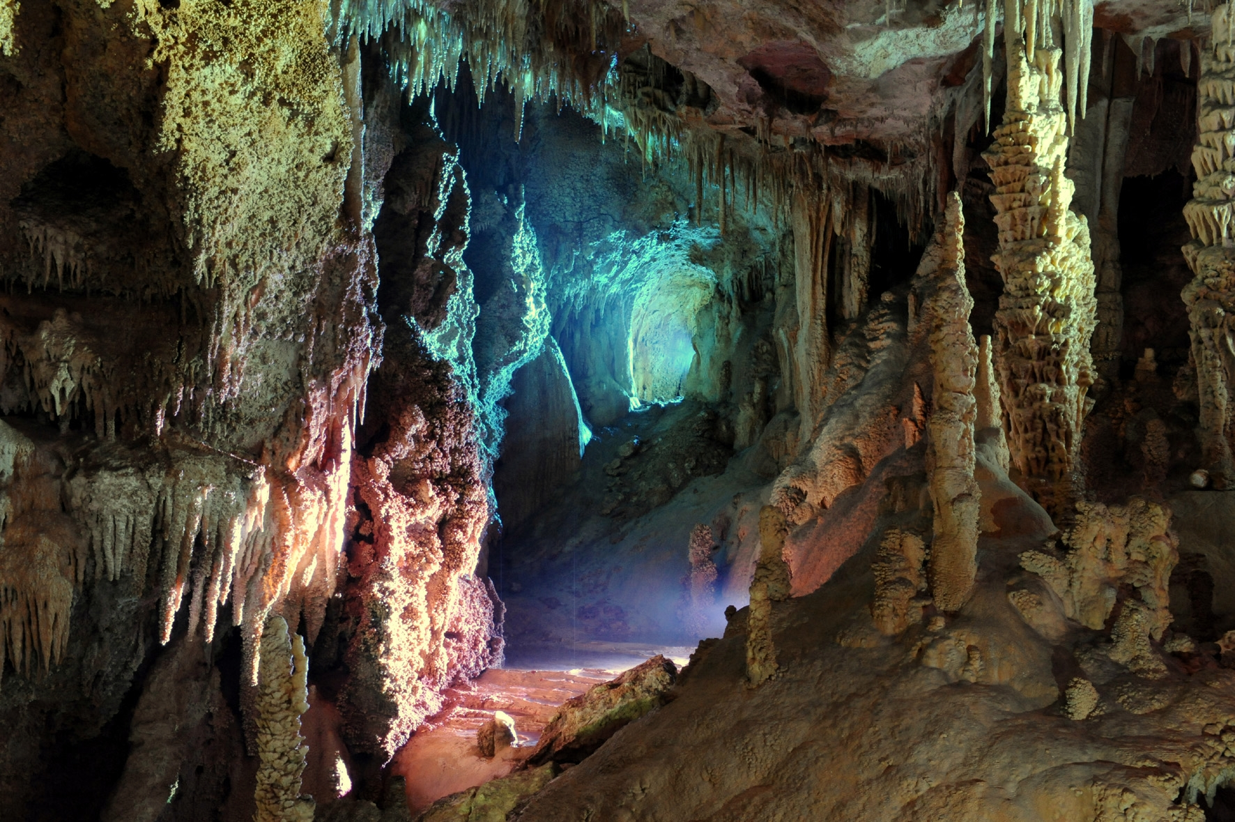 Visite guidée d'une incroyable grotte dans le Gard
