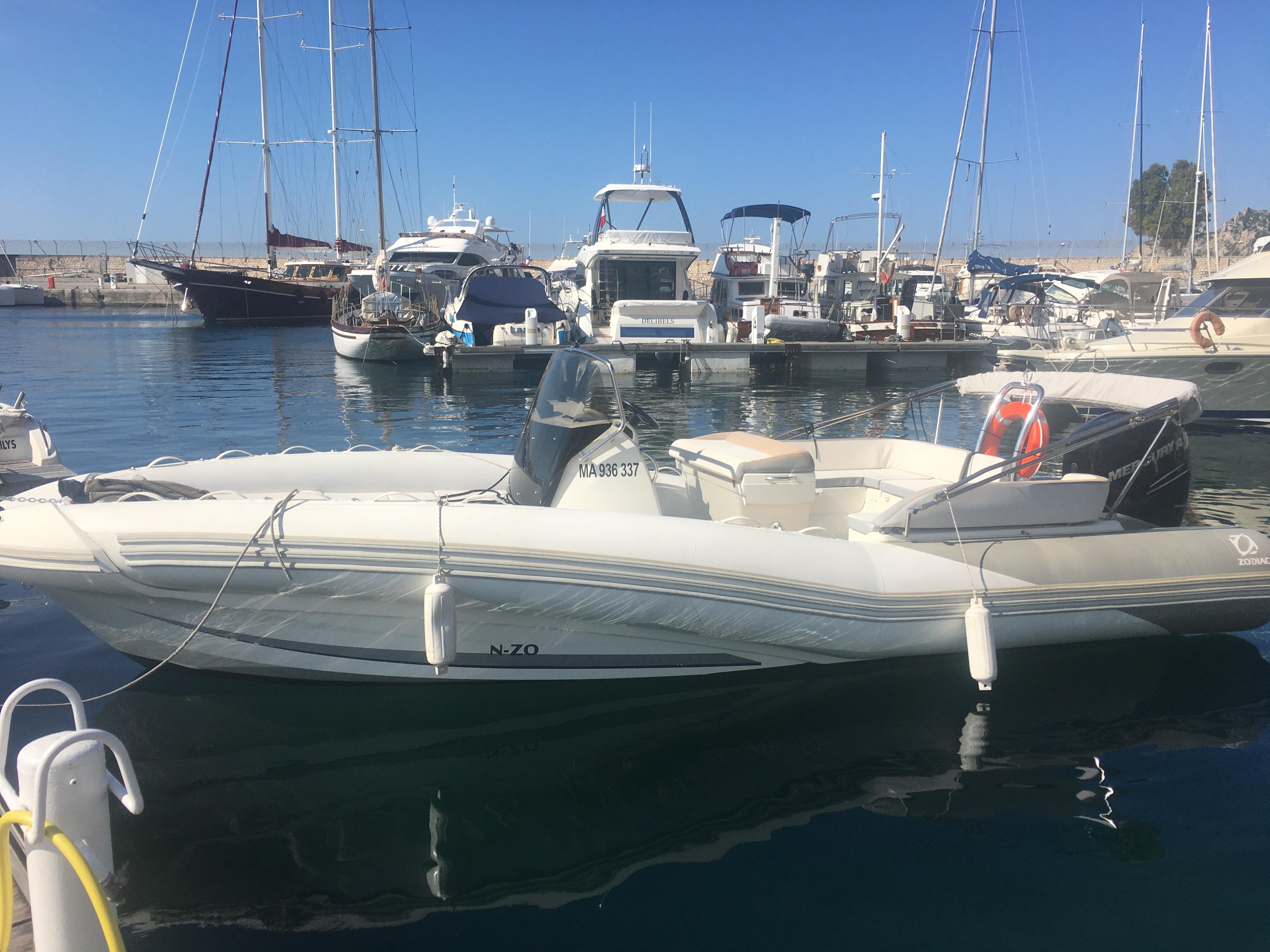 Journée en mer privatisée pour découvrir les Calanques de Marseille