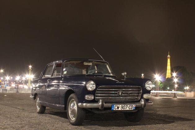 Visite nocturne de Paris en voiture de collection
