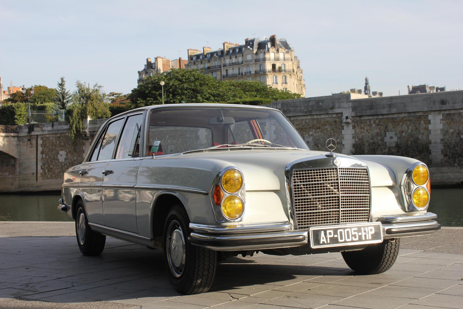 Visite de Paris en voiture de collection et dégustation de vins