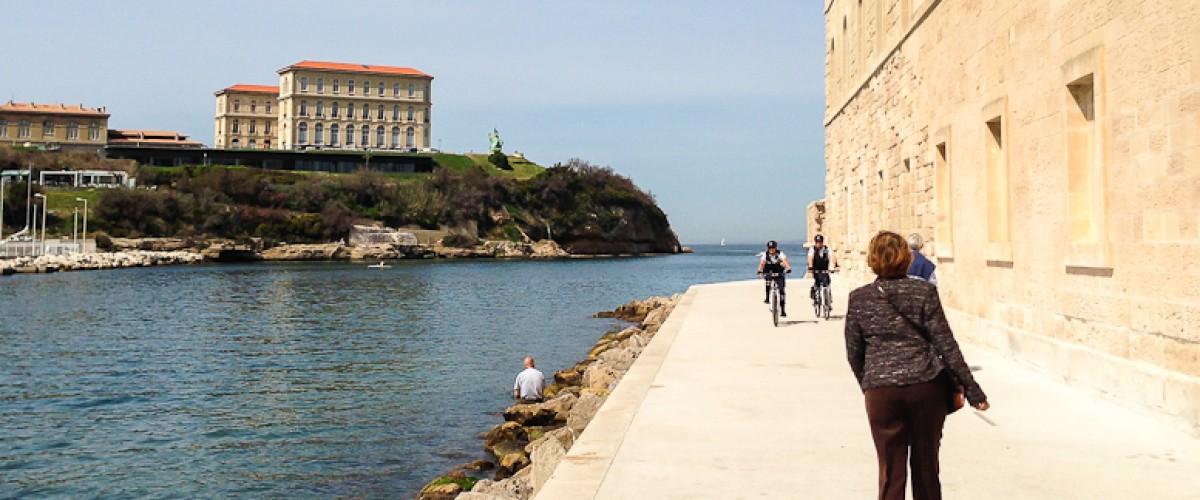 Voie historique : rencontres et lieux secrets avec une comédienne à Marseille