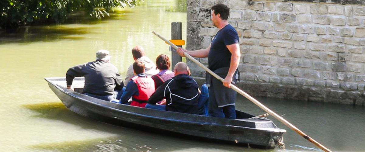 Balade naturaliste en barque dans le Marais Poitevin et découverte de la Yourte