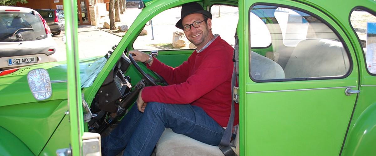 Excursion d'une demi-journée en 2CV à la découverte d'Uzès et du Pont du Gard