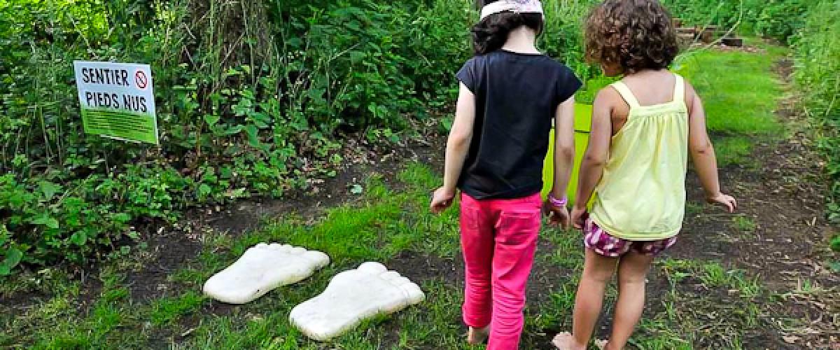 Randonnée pieds nus sur un sentier sensoriel dans le Loir-et-Cher