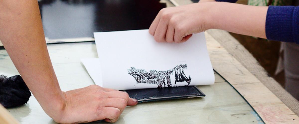 Créez votre linogravure dans un atelier d'artiste pyrénéenne !