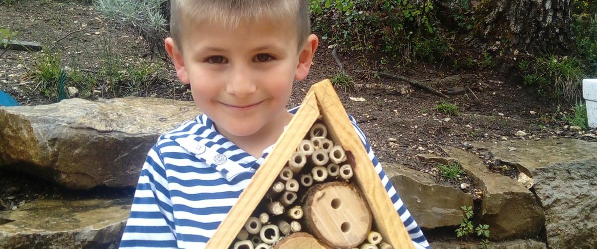 Balade nature en famille près de Cahors et fabrication d'un abri pour abeilles