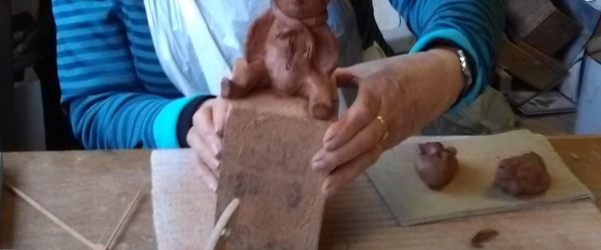 Initiation au modelage d'argile avec un santonnier passionné