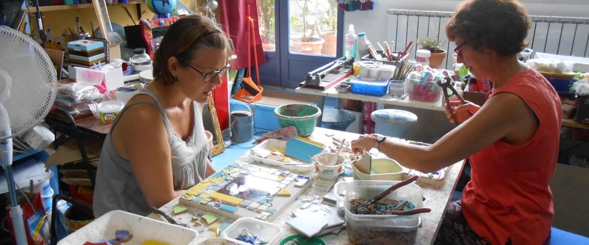 Atelier de mosaïque joyeuse au cœur de la Drôme Provençale