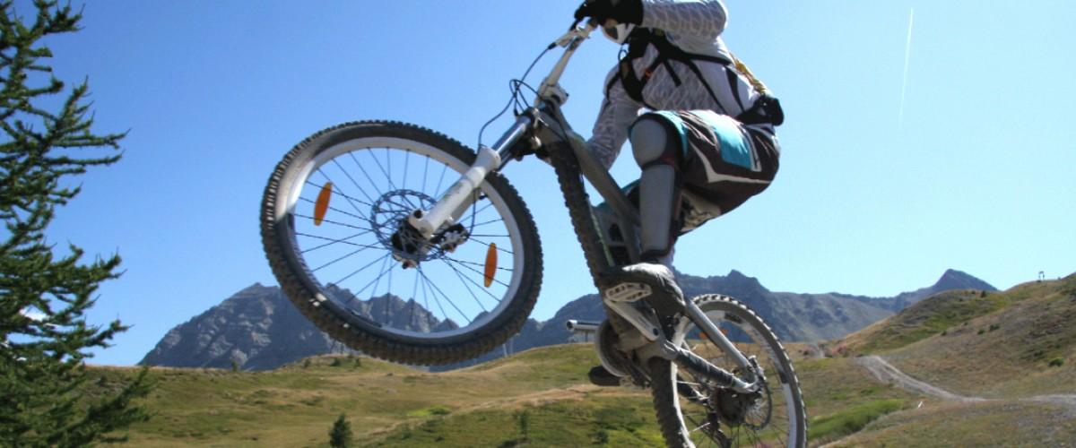Descente en VTT dans les Hautes Alpes avec un moniteur !