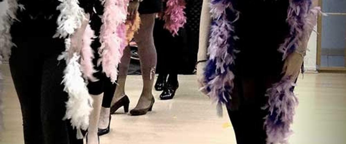 """Cours """"spécial filles"""" d'effeuillage burlesque à coté de Lyon"""