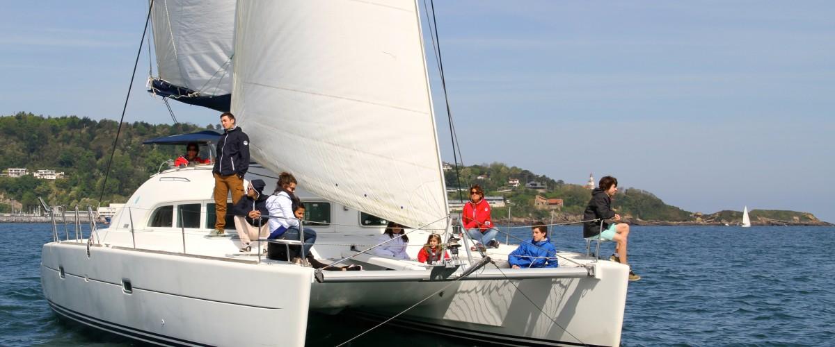 Coucher de soleil en catamaran dans la baie d'Hendaye