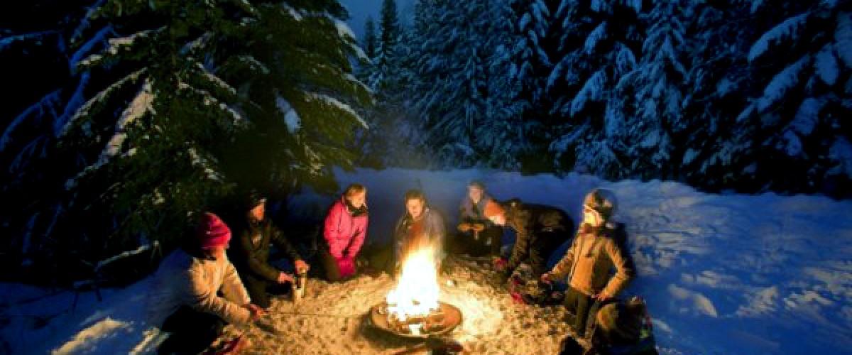 Escapade nocturne en raquettes et apéro autour du feu