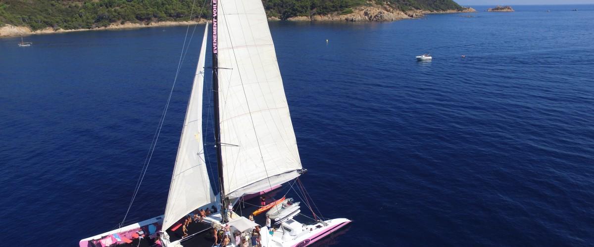 Sortie en catamaran au coucher du soleil dans le Golfe de Saint-Tropez