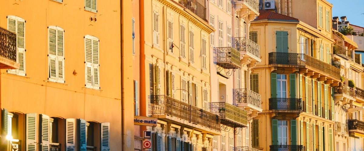 Jeu connecté d'enquête policière à Cannes