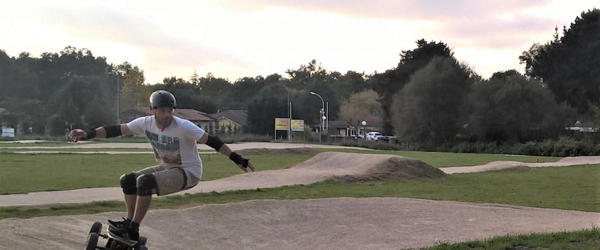 Pratique du skate cross électrique dans les landes