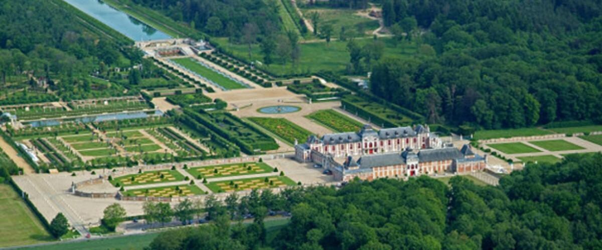 Vol en hélicoptère et déjeuner au château du Champ de Bataille