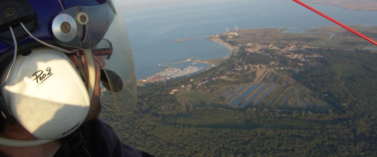 ULM pendulaire, l'estuaire de la Gironde et de l'Océan vus du ciel