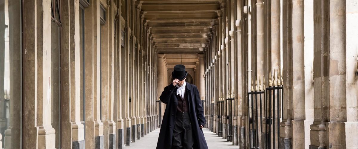 Jeu d'enquête dans les jardins du Palais-Royal à Paris