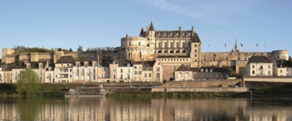 Survol du Château d'Amboise en hélicoptère