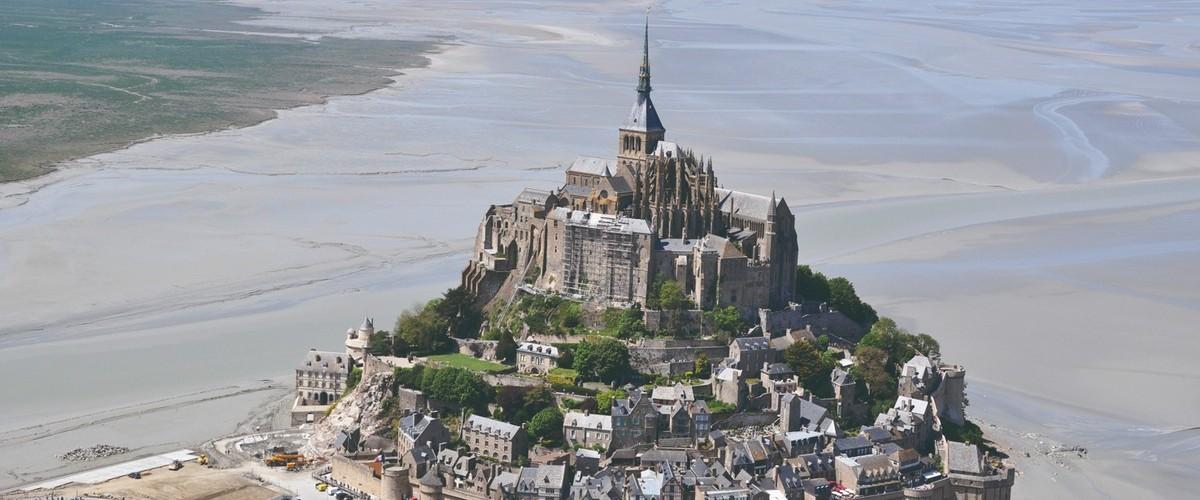 Excursion dans les airs en hélicoptère du Mont Saint Michel jusqu'à Frehel