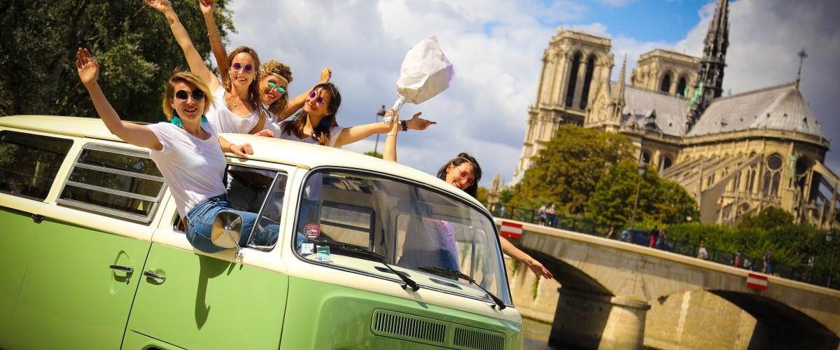 Visite insolite de Paris en Combi VW décapotable