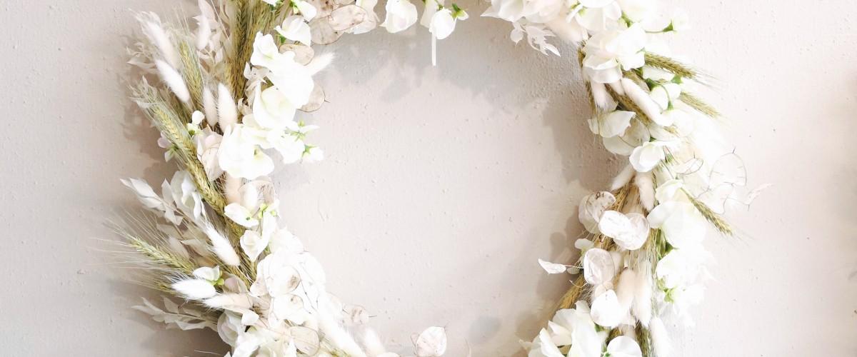 Couronne fleurie décorative