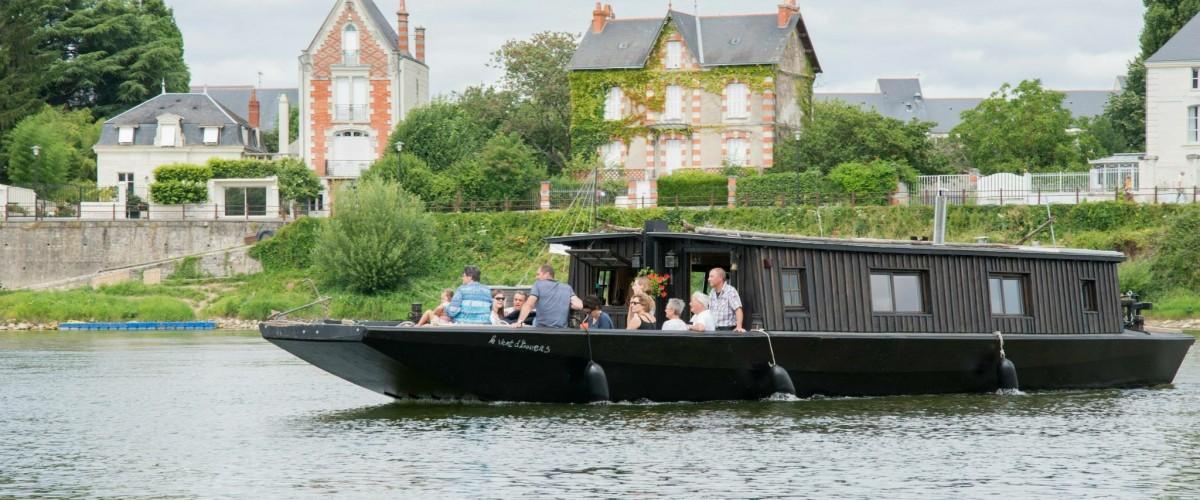 Balades en Loire à bord d'une toue cabanée