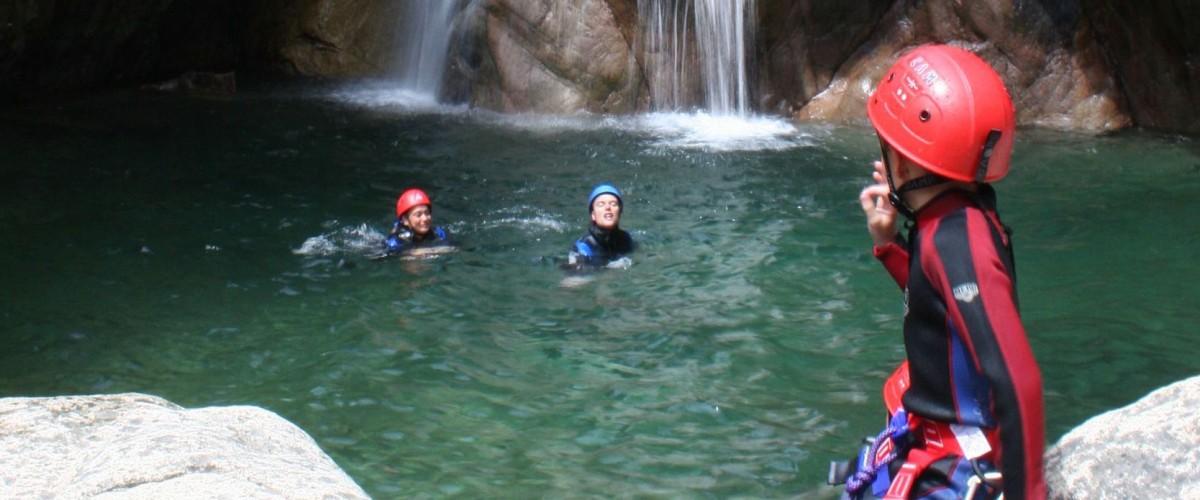Initiation au canyoning en famille dans les Hautes-Pyrénées