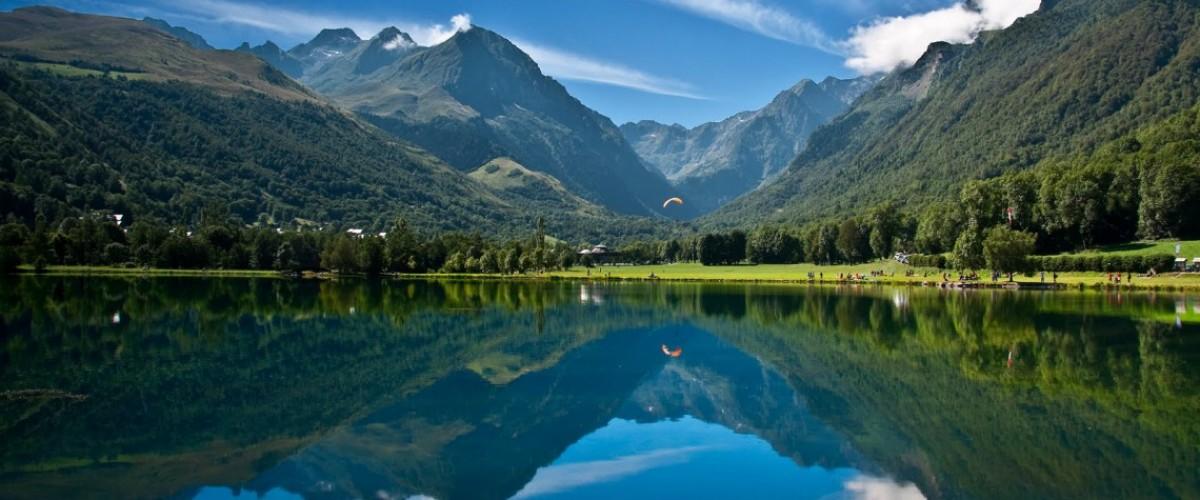 Escalade avec vue panoramique sur le lac de Loudenvielle