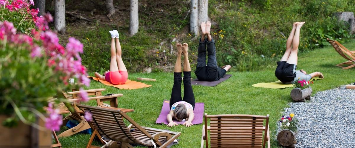 Séance de Yoga en terrasse à Méribel-Mottaret