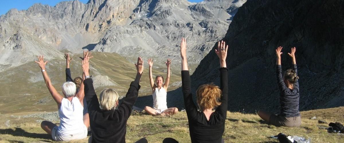 Cours de Yoga en altitude à la terrasse de l'Arpasson