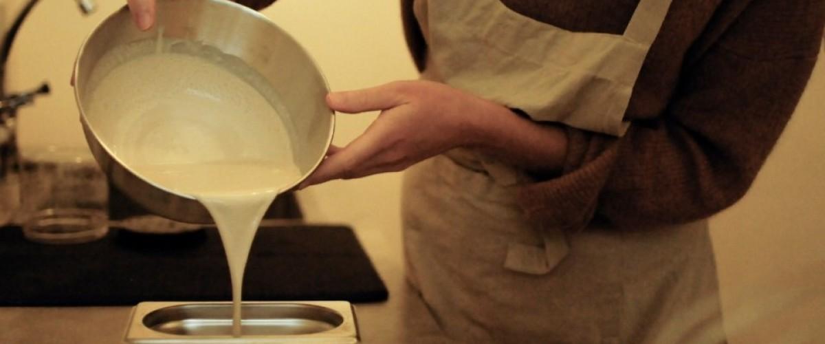 Café-peinture découverte de la caséine à Cluny