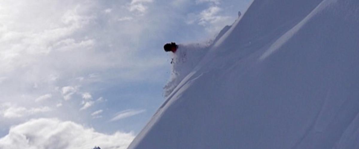Ski hors-piste en pente raide à Chamonix