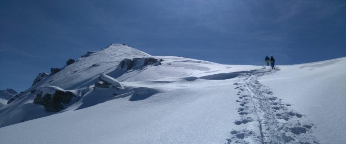 La cascade de glace et le torrent enneigé à Valmeinier
